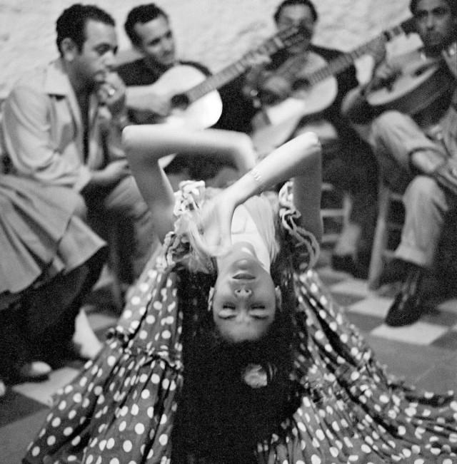 Цыганский танец в Сакромонте, Испания, 1956. Фотограф Пьерджорджо Бранци