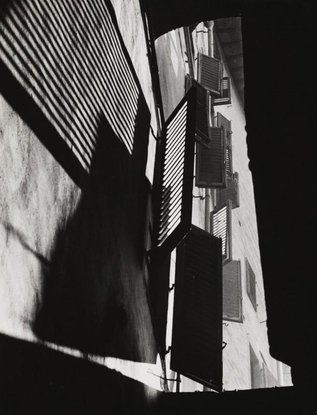 Аллея на Виа дель Корсо, Флоренция, 1954. Фотограф Пьерджорджо Бранци