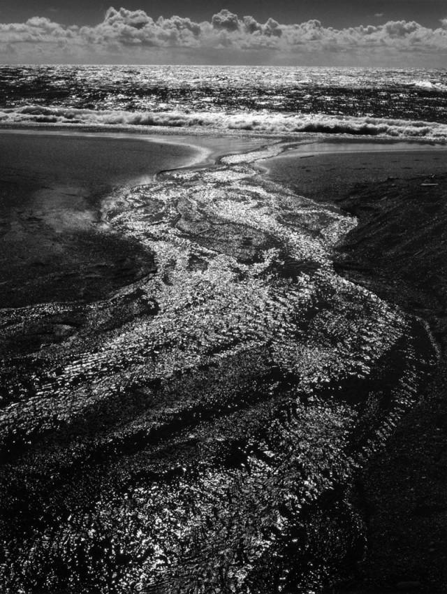Ручей, Море, Облака, Пляж Родео, 1962. Фотограф Энсел Адамс