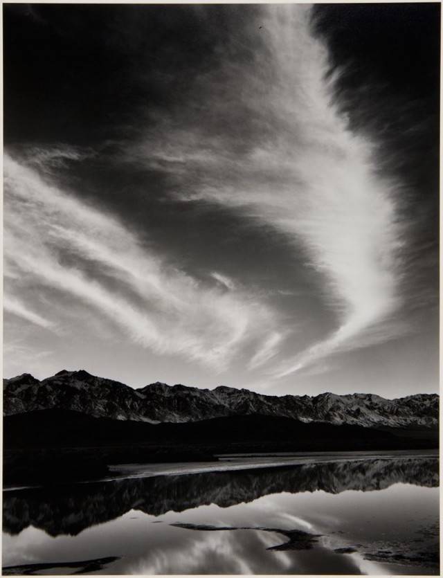 Сьерра-Невада, зимний вечер, из долины Оуэнс, 1962. Фотограф Энсел Адамс