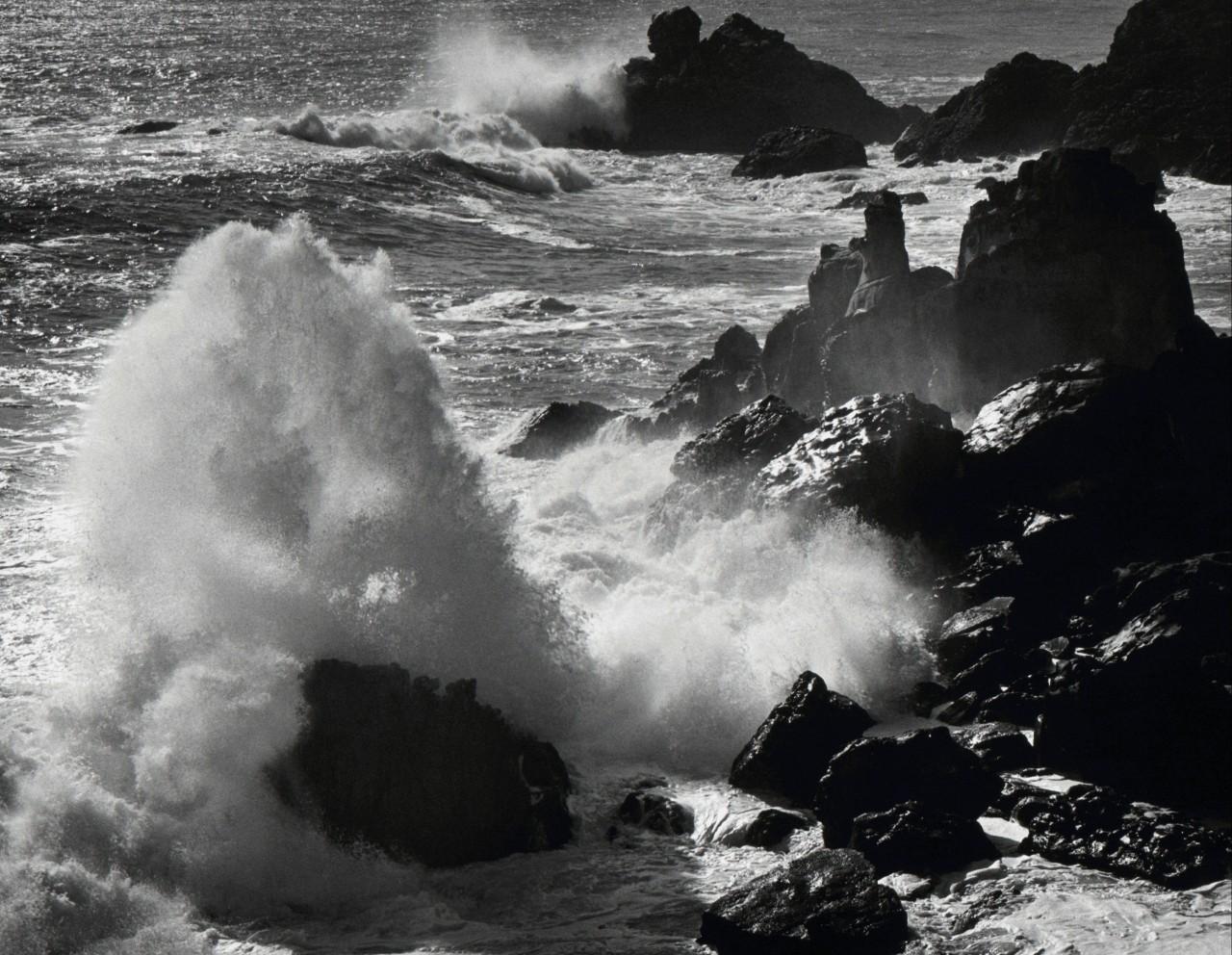Штормовой прибой, Тимбер-Коув, Калифорния, 1960. Фотограф Энсел Адамс