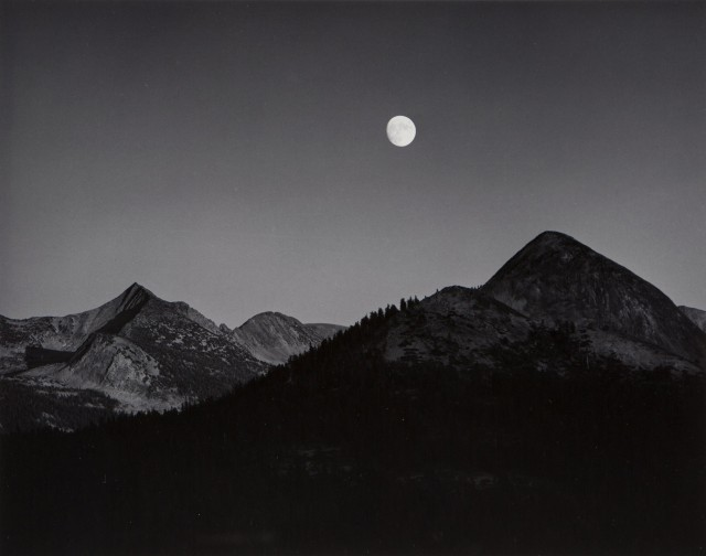 Восход луны с мыса Ледник, 1939. Фотограф Энсел Адамс