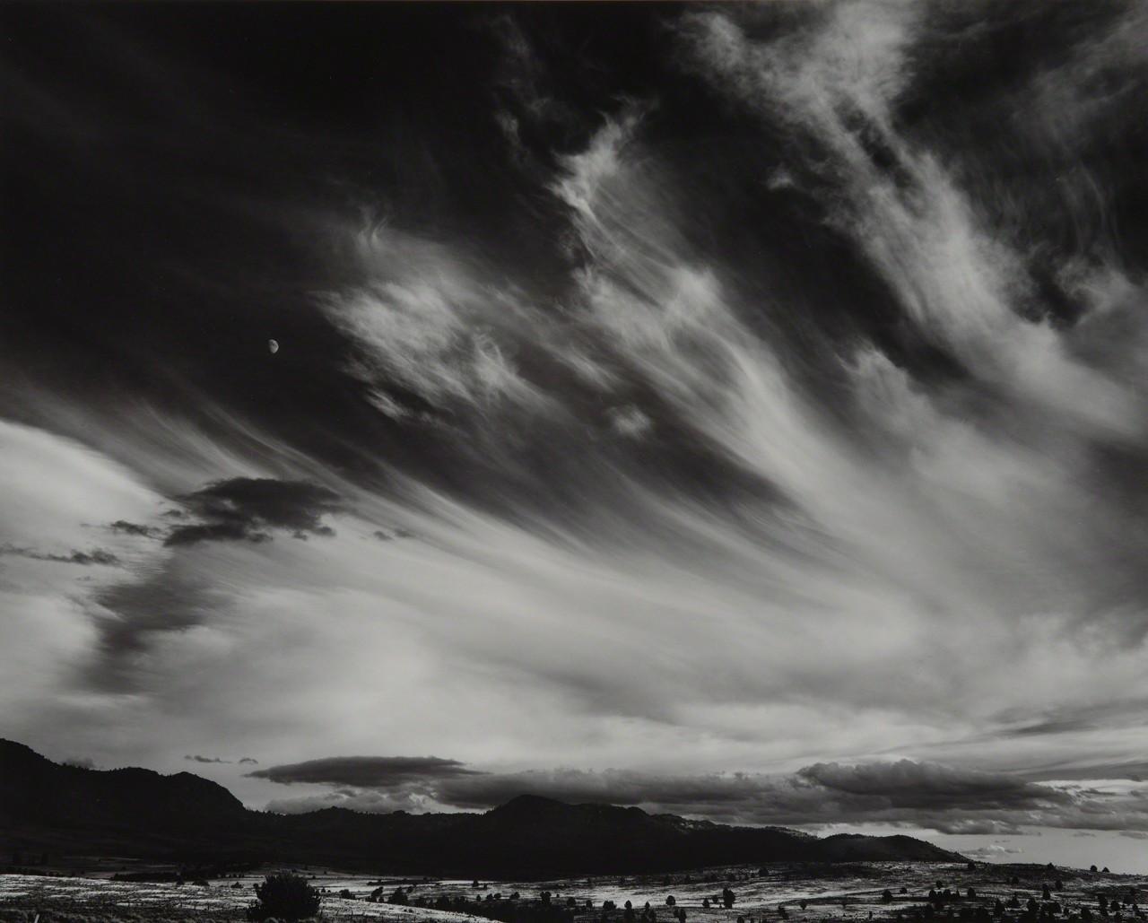 Луна и облака, Северная Калифорния, 1959. Фотограф Энсел Адамс