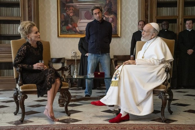 Шэрон Стоун, Паоло Соррентино и Джон Малкович на съёмках сериала «Новый Папа»