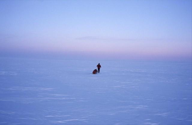 Курс на Северный полюс, мыс Арктический на острове Комсомолец, Россия, 2000. Фотограф Бёрге Оусланд