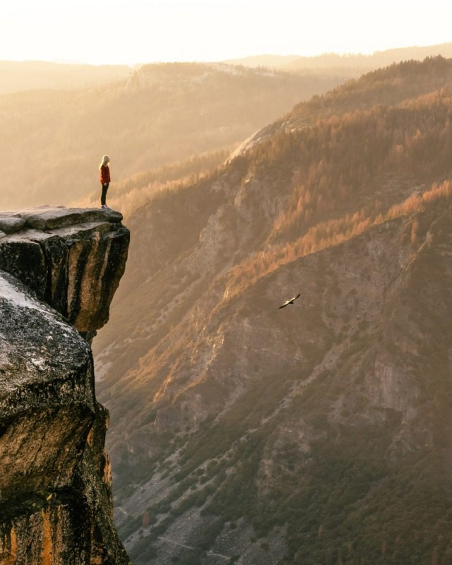На скале. Фотограф Оскар Нильссон