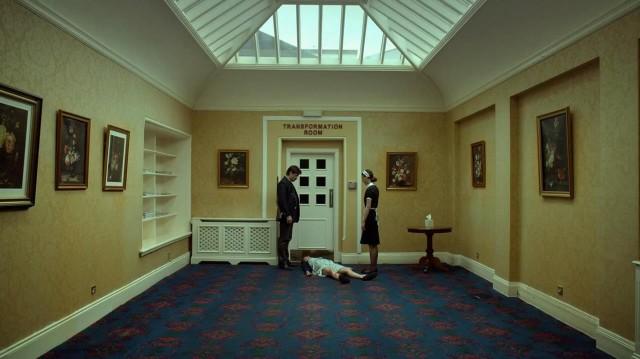 Колин Фаррелл, Ангелики Папулия и Ариана Лабед, кадр из фильма «Лобстер», 2015