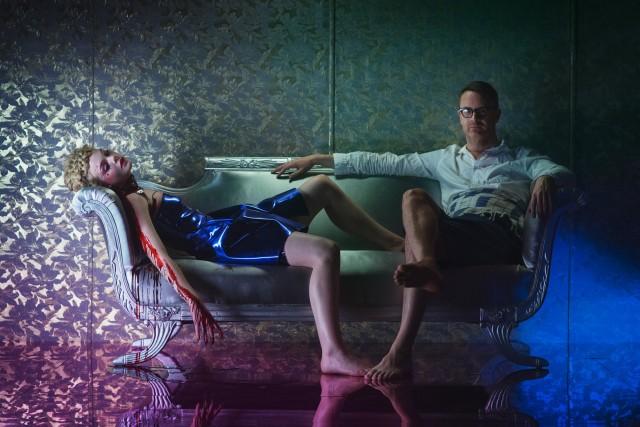 Николас Виндинг Рефн и Эль Фэннинг на съёмках фильма «Неоновый демон», 2016