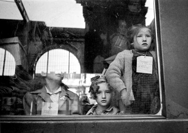 Отправление поезда Красного Креста, Будапешт, Венгрия, 1947. Фотограф Вернер Бишоф