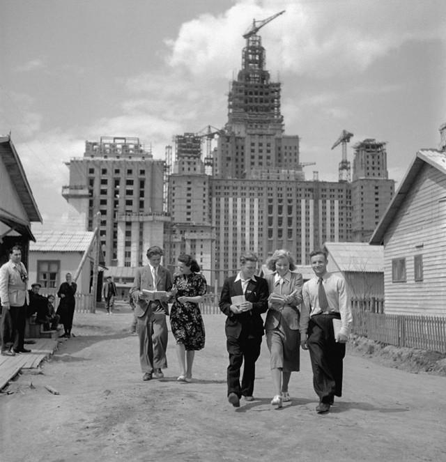 Строительство главного здания МГУ, 1951. Фотограф Евгений Умнов