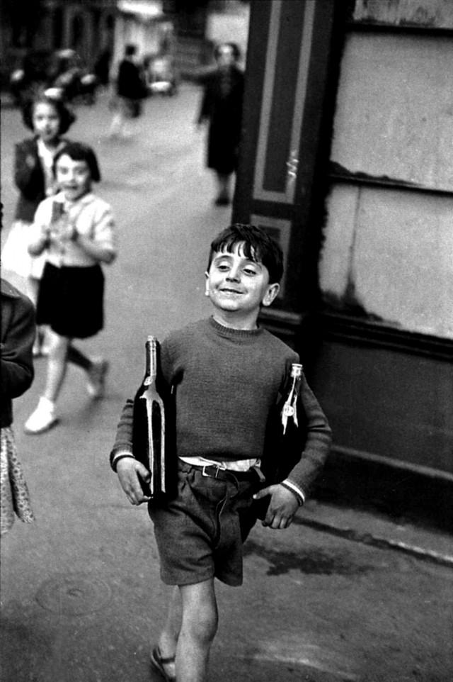 Рю Муффетар, Париж, 1954. Фотограф Анри Картье-Брессон