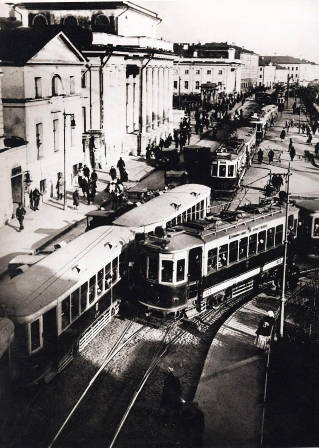 У Сухаревской башни, 1933. Фотограф Наум Грановский