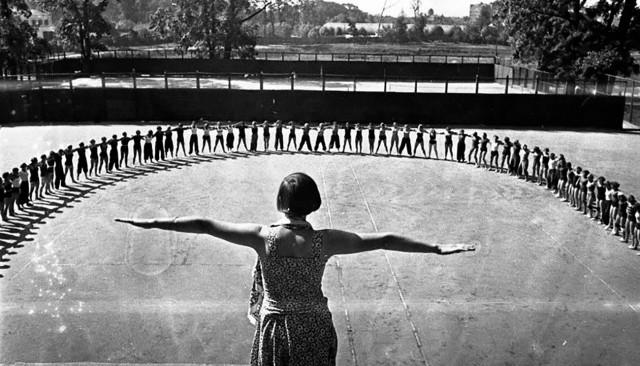 Зарядка, 1937. Фотограф Владислав Микоша