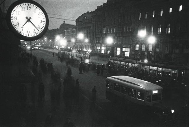 Невский проспект ночью, 1936. Фотограф Яков Халип