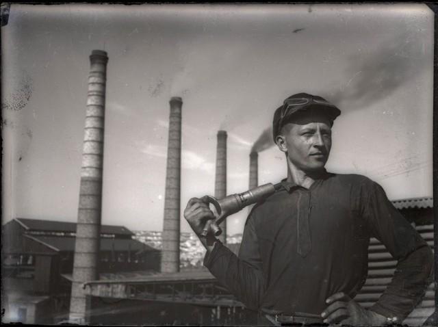 Рабочий. Донбасс, 1934. Фотограф Евгений Халдей