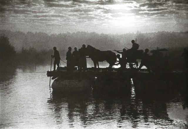 Переправа, 1935. Фотограф Иван Шагин