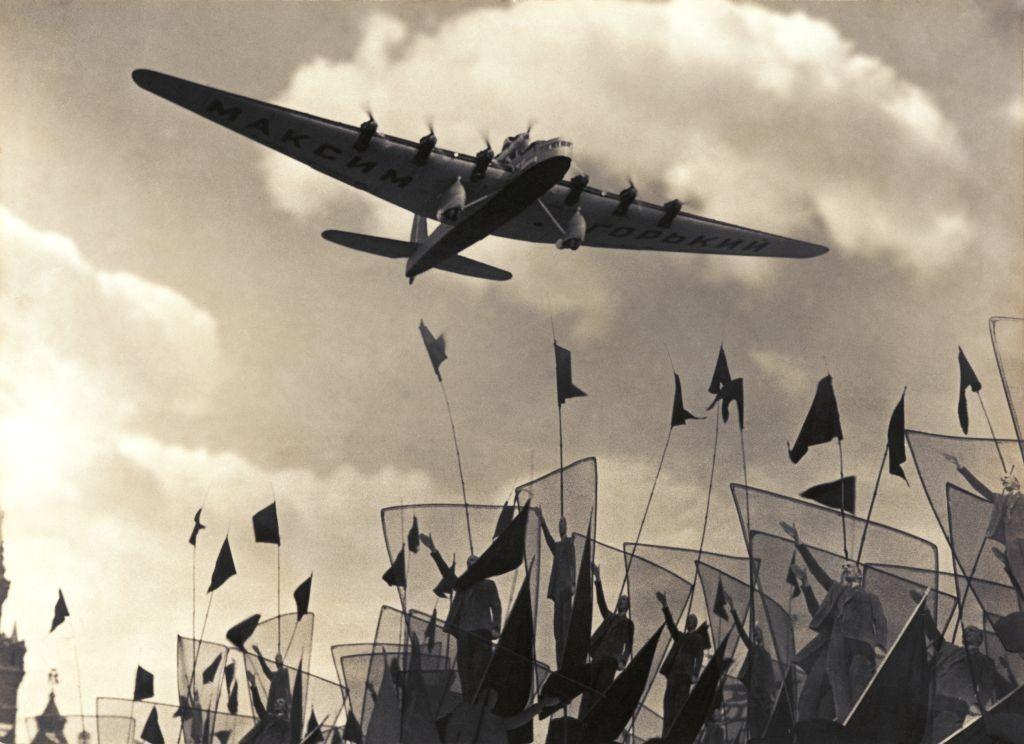 Самолет «Максим Горький», 1934. Фотограф Георгий Петрусов