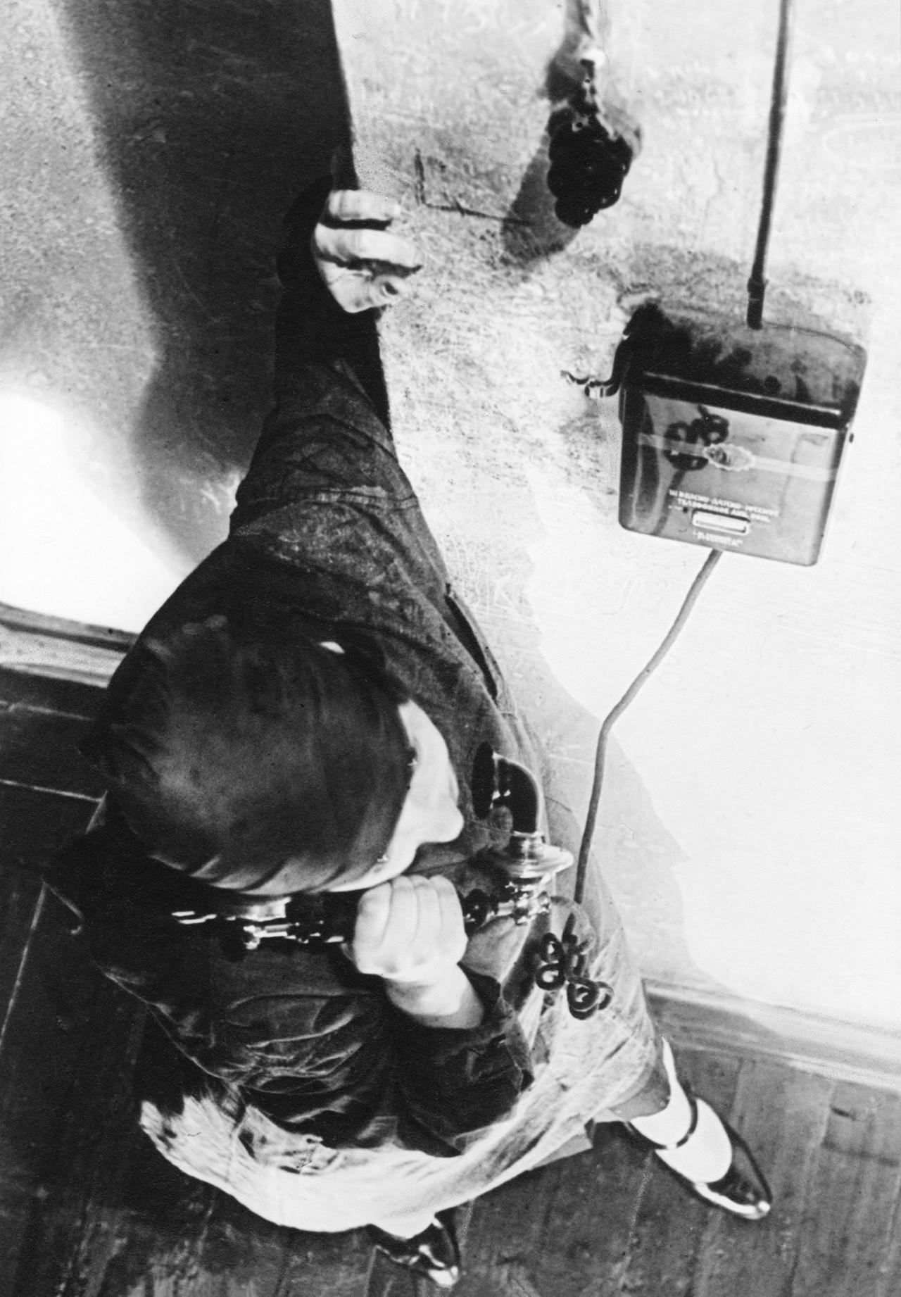 Девушка-курьер, 1928. Фотограф Александр Родченко