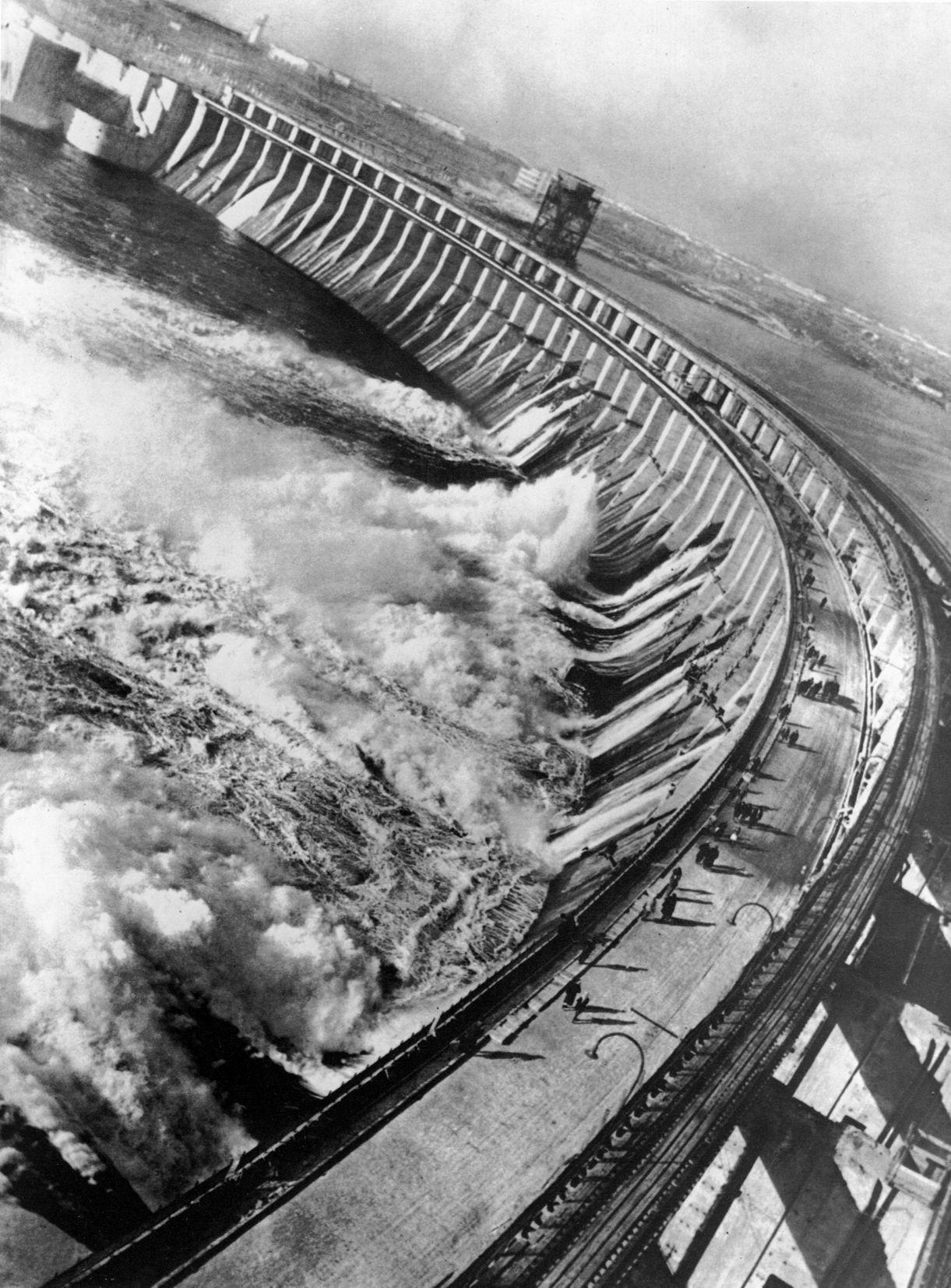 Плотина Днепрогэса, 1932. Фотограф Макс Альперт