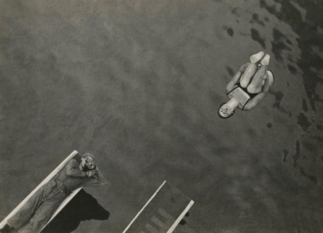 Прыжок в воду, 1932. Фотограф Елеазар Лангман
