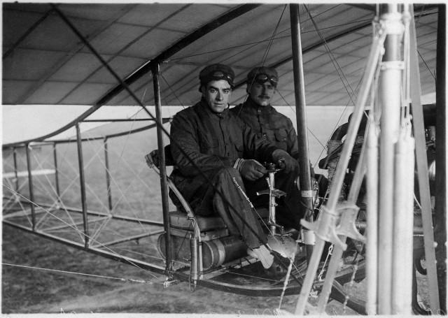 Луи Блерио — французский изобретатель, авиатор и предприниматель, основатель авиапредприятий Bleriot-Voisin (совместно с Габриэлем Вуазеном) и Bleriot Aeronautique