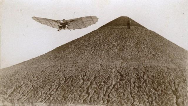Отто Лилиенталь выполняет тест на планирование, 1895 год
