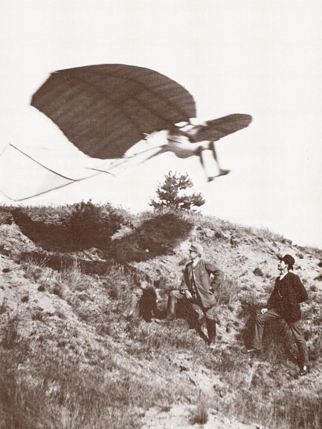 «Жертвы должны быть принесены...», - такими были последние слова немецкого конструктора Отто Лилиенталя. Он разбился 9 августа 1896 года