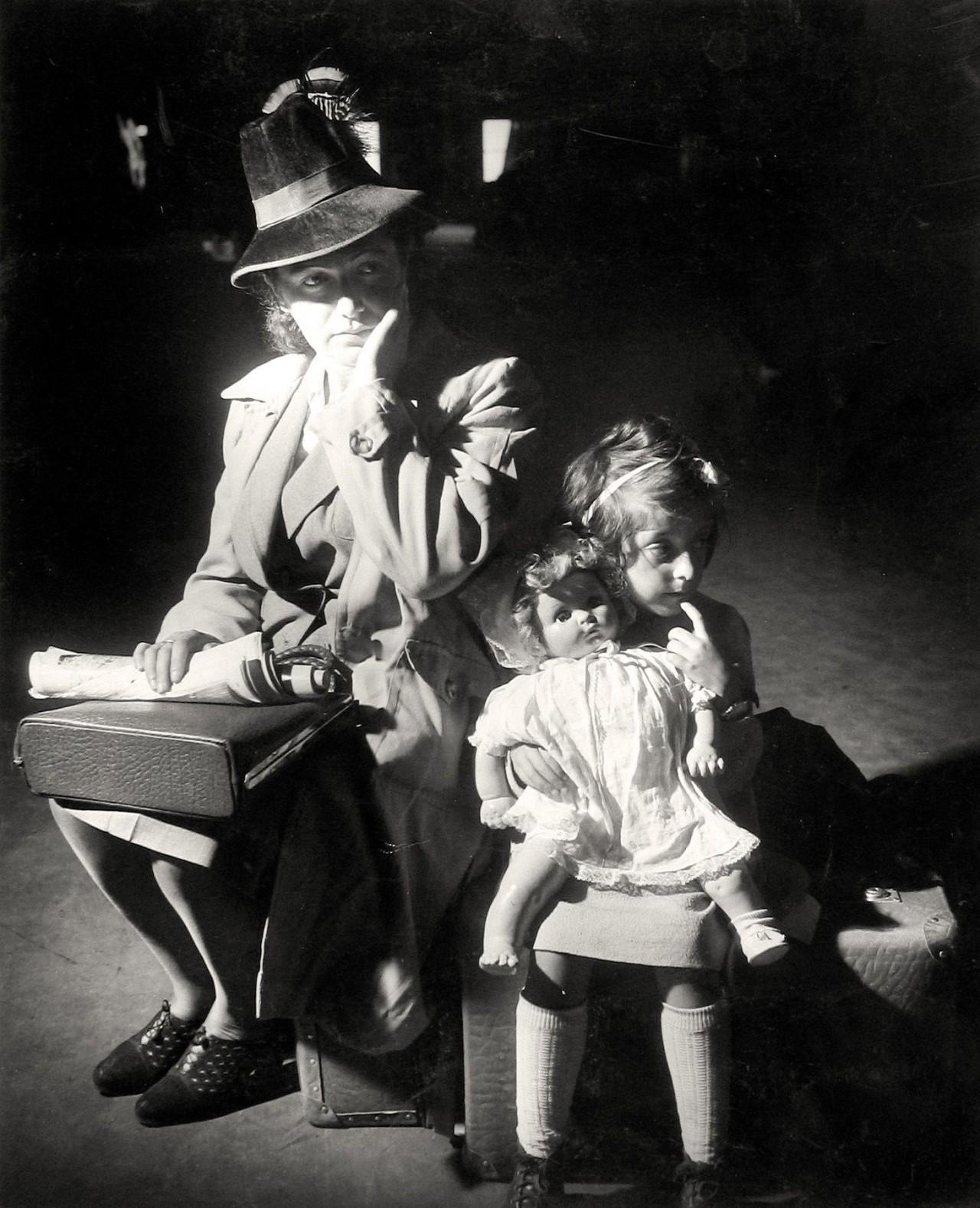Иммигранты, 1941. Фотограф Эрих Кастан