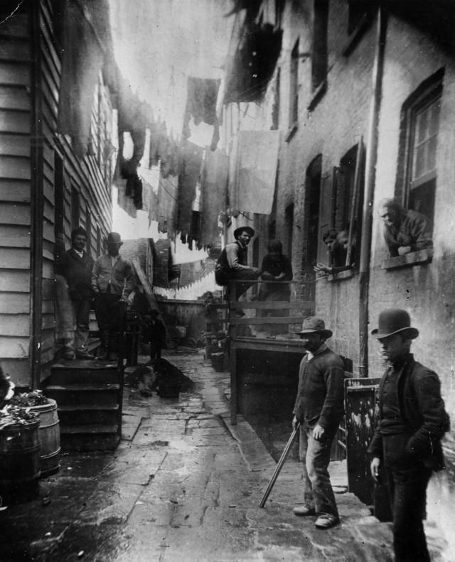 «Бандитский ночлег». Трущобы Нью-Йорка, 1888. Фотограф Якоб Риис
