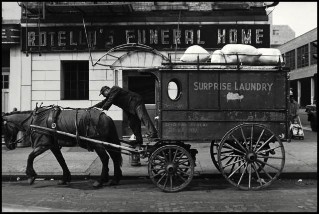 Маленькая Италия, Нью-Йорк, 1956. Фотограф Леонард Фрид
