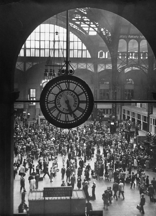 Пенсильванский вокзал (Пенн-стейшн) в Нью-Йорке, 1942. Фотограф Арнольд Игл