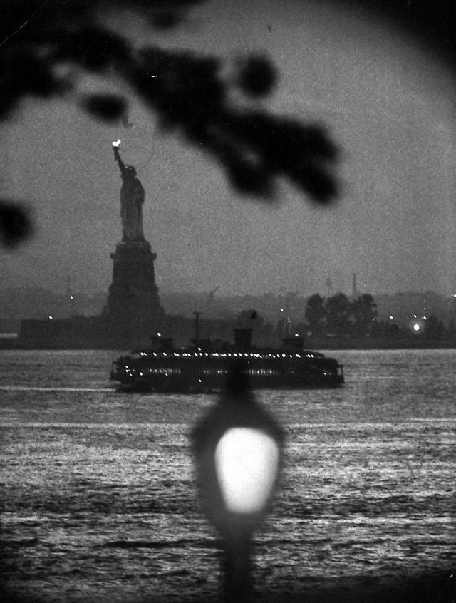 Статуя Свободы, 1958. Фотограф Брюс Дэвидсон