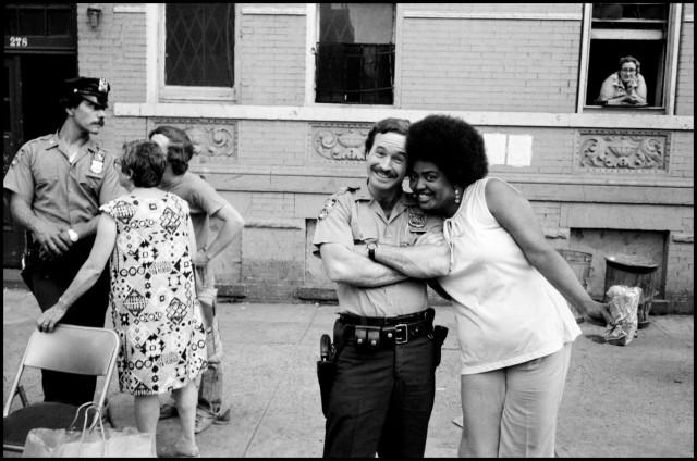 Портрет с полицейским. Нью-Йорк, 1972. Фотограф Леонард Фрид