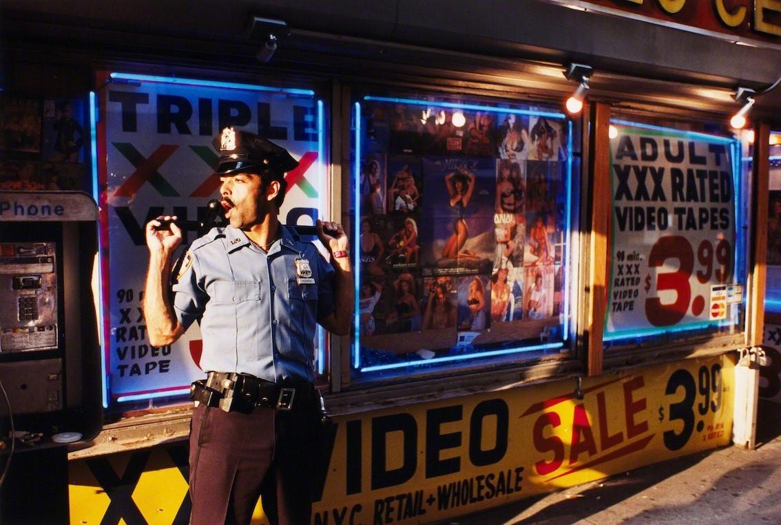 Полисмен в Нью-Йорке, 1993. Фотограф Джефф Мермельштейн