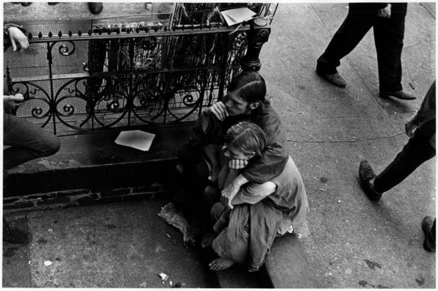 Уличная жизнь в Нью-Йорке, 1960-е. Фотограф Джеймс Джоуэрс