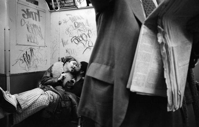 Пара в метро. Нью-Йорк, 1978. Фотограф Кэрри Боретц