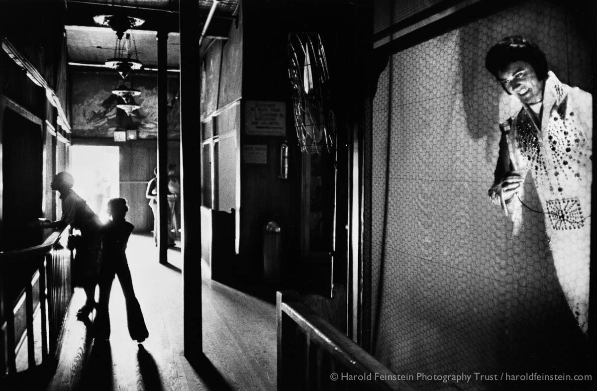 Элвис в музее восковых фигур, 1978. Фотограф Гарольд Файнштейн