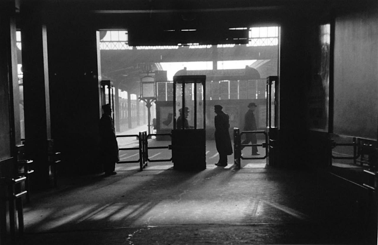 Лионский вокзал, Париж, 1955. Фотограф Сабина Вайс