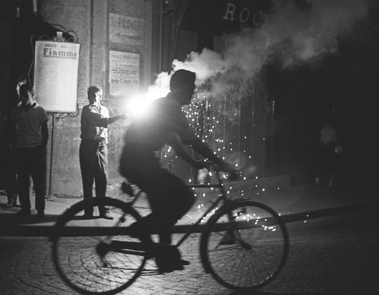 Бенгальские огни, Неаполь Италия, 1955. Фотограф Сабина Вайс