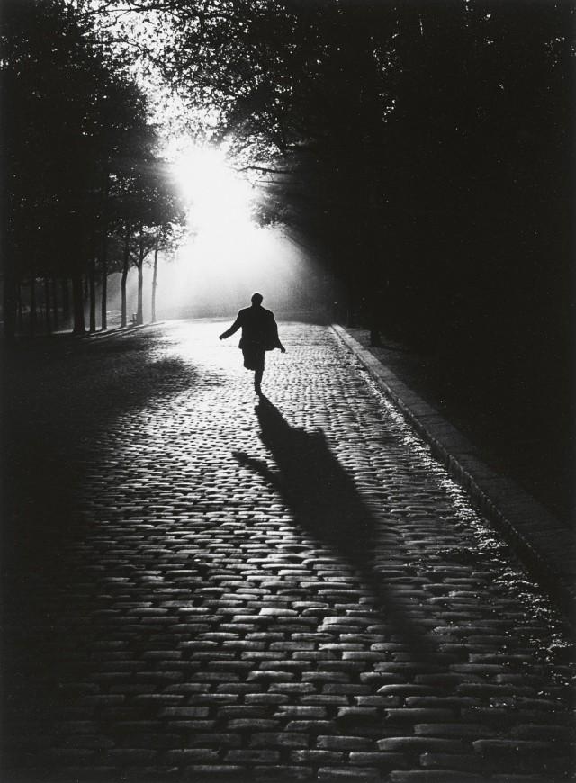 Бегущий человек, Париж, 1953. Фотограф Сабина Вайс