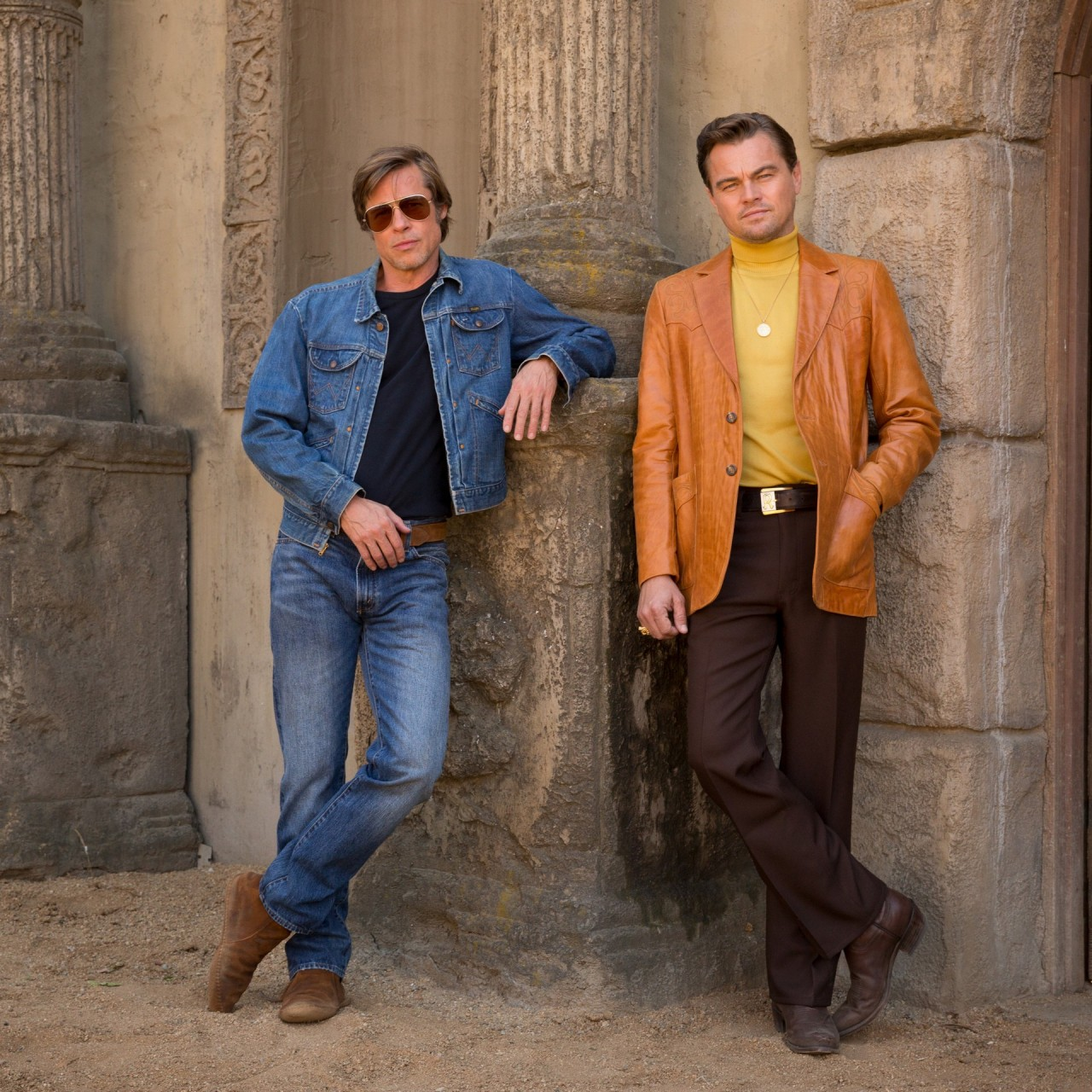 Брэд Питт и Леонардо Ди Каприо на съёмках фильма «Однажды в Голливуде», 2019
