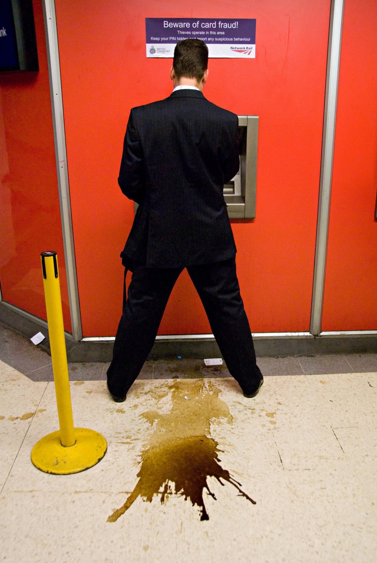 «У банкомата». Фотограф Нильс Йоргенсен