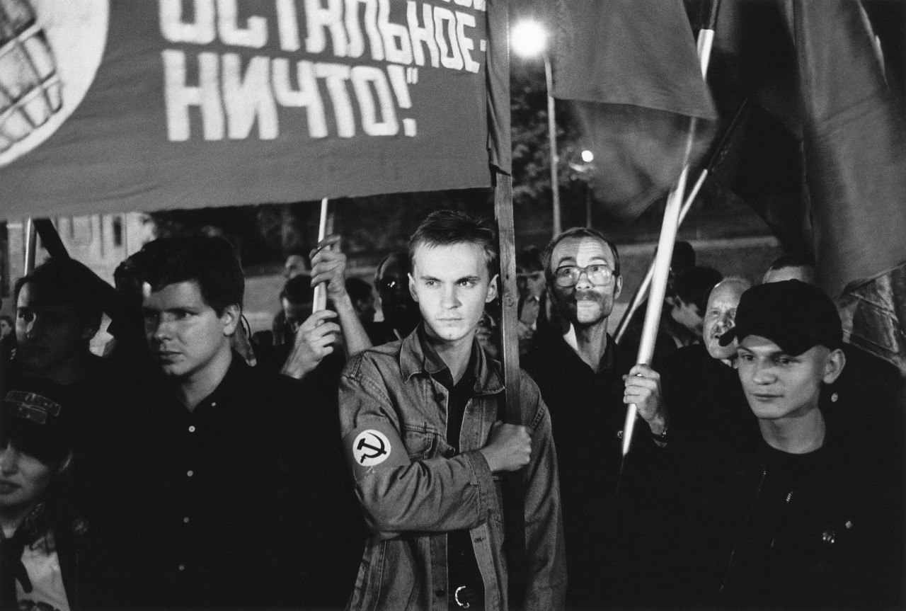 Флаги. Москва, 1998.