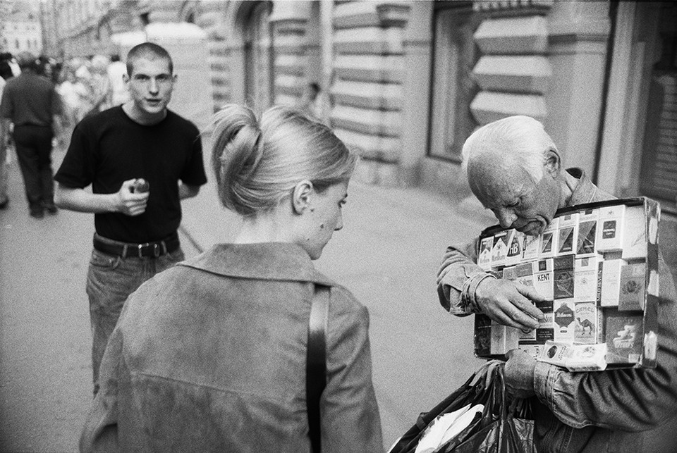 «Табачная продукция». Москва, ГУМ, 1998.