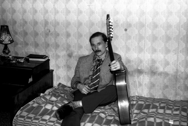 Пётр Мамонов, квартирник, Москва, 1986. Фотограф Игорь Мухин