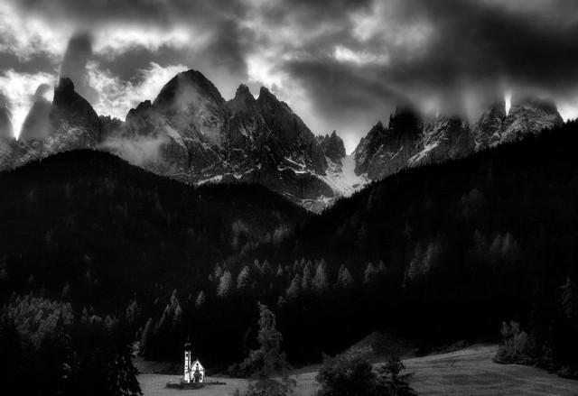 2-е место в категории «Пейзаж» среди любителей, 2020. Храм в Доломитовых Альпах, Италия. Автор М. Иштван Керекеш