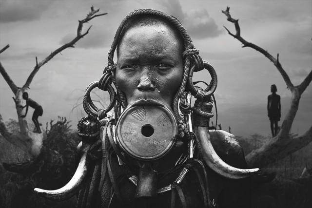 «Монохромное открытие года», 2020. Портрет женщины народности мурси. Автор Светлин Йосифов