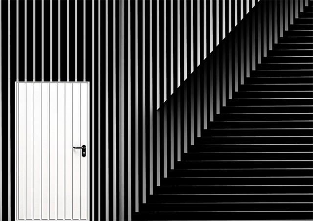 1-е место в категории «Абстракция» среди любителей, 2020. Белая дверь. Автор Ахмад Каддура