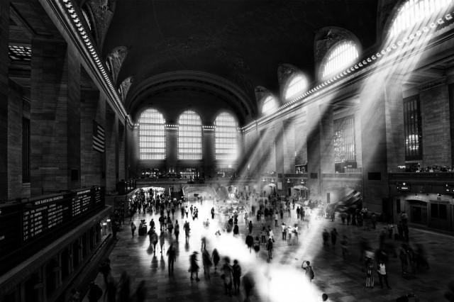 Почётное упоминание в категории «Архитектура» среди профессионалов, 2020. Поток людей, света и времени на Центральном вокзале Нью-Йорка. Автор Кристиан ван Хейст