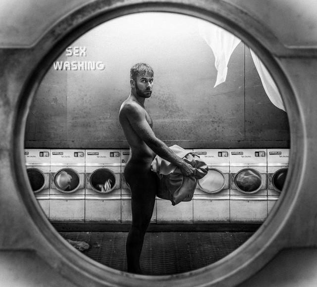 Почётное упоминание в категории «Концептуальное фото» среди профессионалов, 2019. «Стирка». Автор Изабель де ла Торре